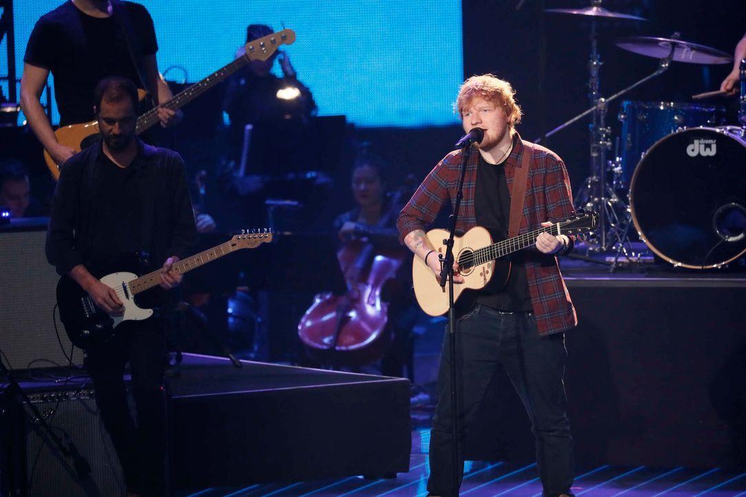 Opening: Die Finalisten und Ed Sheeran_1 - Bildquelle: SAT.1/ProSieben/Richard Hübner