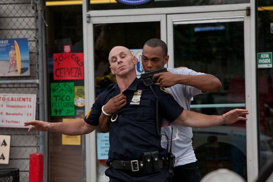 Eine seiner rassistischen Äußerungen kam nicht so gut an: Cop Billy Morrison (Matt Gerald, r.) ... - Bildquelle: Steve Dietl Constantin Film Verleih GmbH