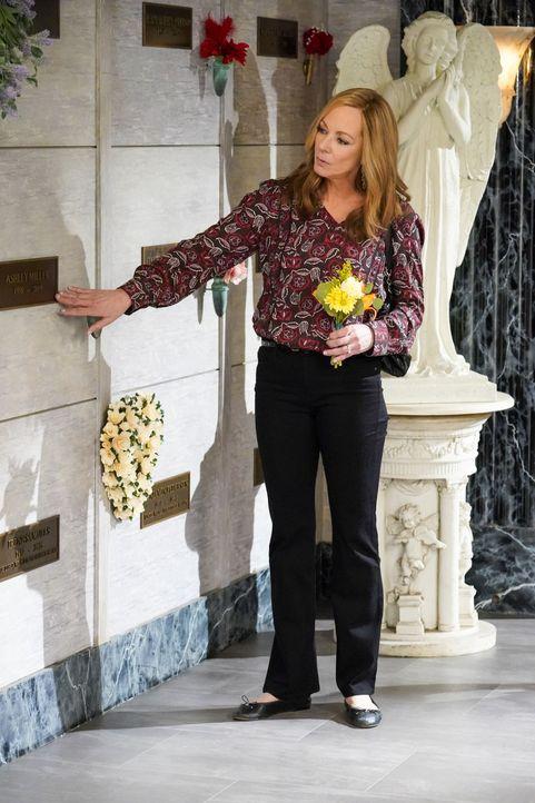 Bonnie (Allison Janney) - Bildquelle: Warner Bros. Entertainment, Inc.