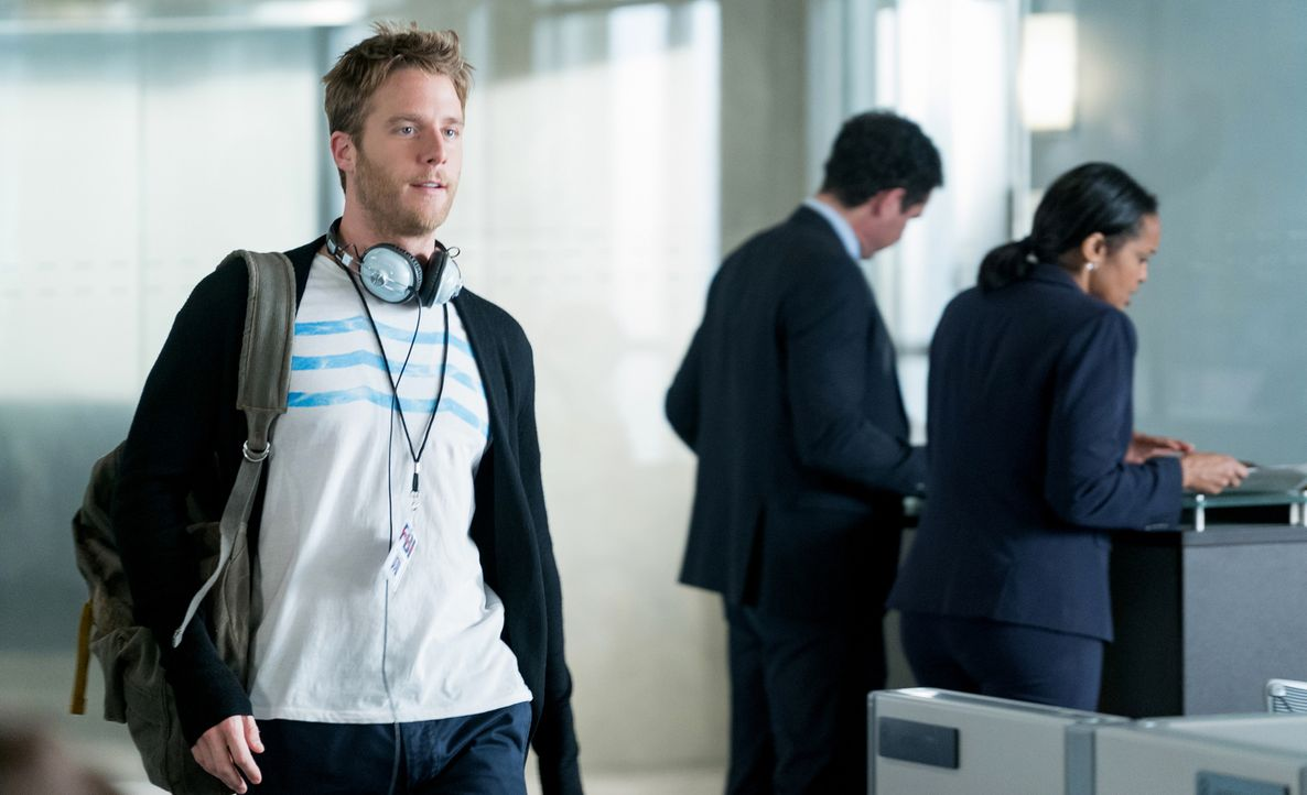 Versucht herauszufinden, was hinter dem Vorwurf, Naz unterstütze Terrorismus, steckt: Brian (Jake McDorman) ... - Bildquelle: Michael Parmelee 2015 CBS Broadcasting, Inc. All Rights Reserved