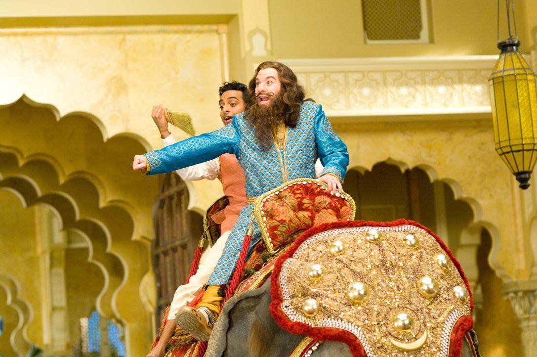 In heiliger Mission unterwegs: Guru Oitka (Mike Myers, r.) und sein Assistent Rajneesh (Manu Narayan, l.) ... - Bildquelle: Paramount Pictures