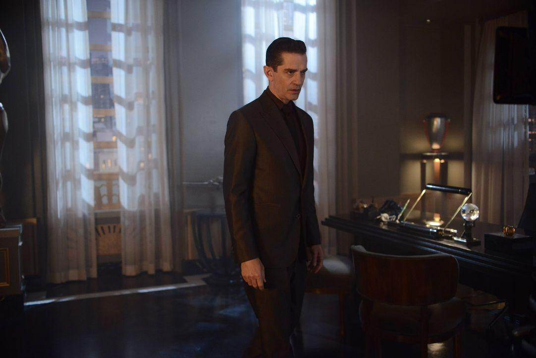 Mit ihm ist nicht zu spaßen und das bekommt auch Gordon zu spüren: Theo Galavan (James Frain) ... - Bildquelle: Warner Brothers