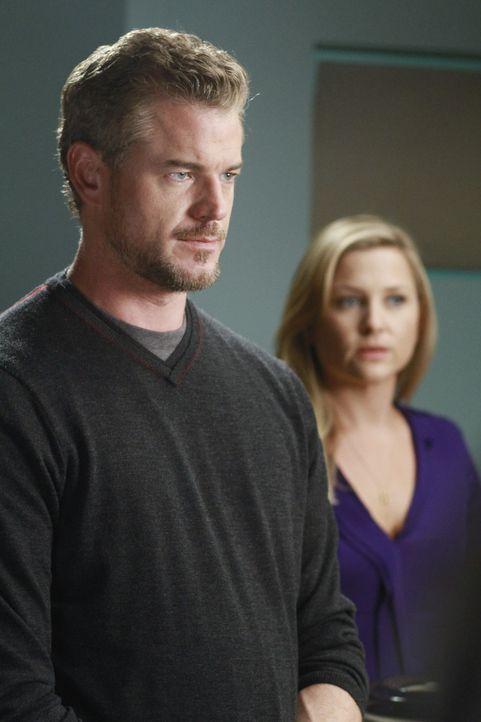 Arizona (Jessica Capshaw, r.) und Mark (Eric Dane, l.) kochen um die Wette, was Callie vollkommen gegen den Strich geht, während Alex und Teddy nac... - Bildquelle: ABC Studios
