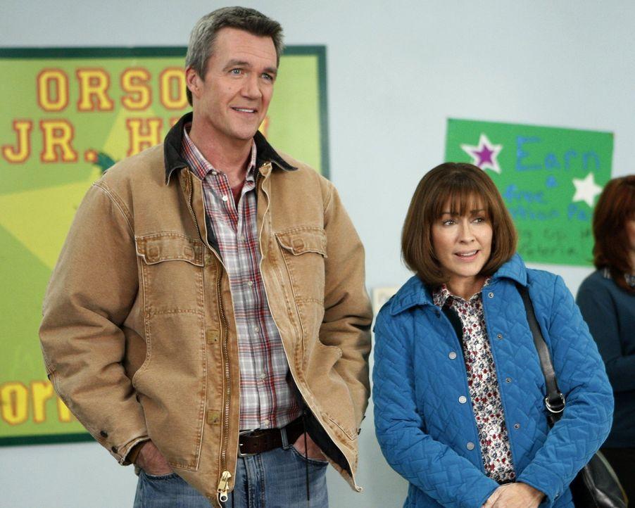 Als Mike (Neil Flynn, l.) und Frankie (Patricia Heaton, r.) realisieren, dass sie nur noch Dienstboten für ihre Kinder spielen, beschließen sie, das... - Bildquelle: Warner Brothers