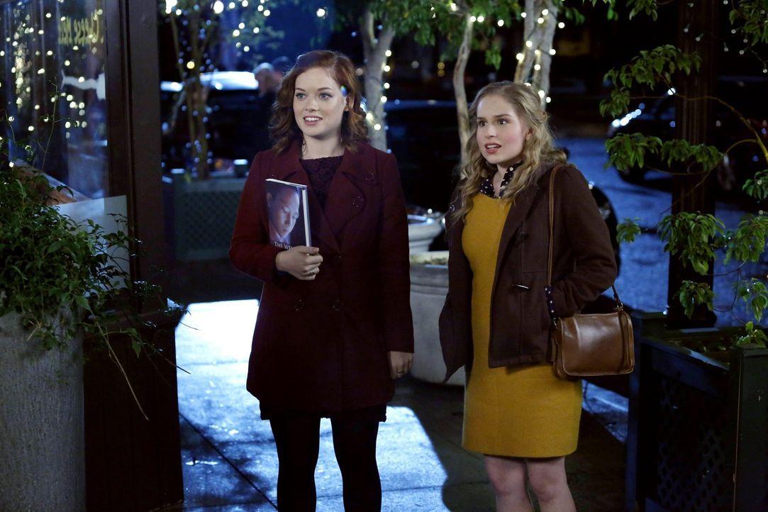 Tessa (Jane Levy, l.) begleitet Lisa (Allie Grant, r.) zu ihrem Blind Date mit einer Internetbekanntschaft. Lisa ist skeptisch, ob man im Web wirkli... - Bildquelle: Warner Brothers