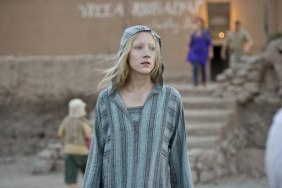 Nachdem sich Hanna (Saoirse Ronan) der vermeintlichen Marissa Wiegler entledigt hat, flüchtet sie aus dem marokkanischen Gefängnis. Ganz alleine w... - Bildquelle: 2011 Focus Features LLC. All Rights Reserved.