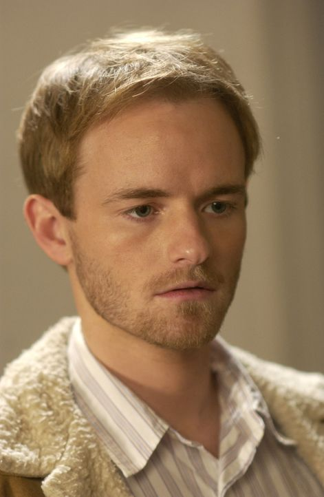 Francis (Christopher Masterson) übernimmt die Versorgung von Ida, die sich bei der Rettung von Dewey verletzt hat ... - Bildquelle: TM &   2005 - 2006 Twentieth Century Fox Film Corporation and Regency Entertainment (USA), Inc.