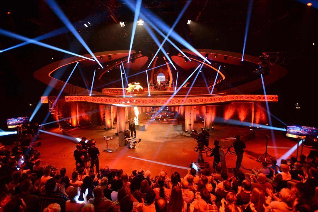 """Einfach himmlisch - oder ein höllisches Spektakel? Die Showbühne von """"Himmel oder Hölle"""" ... - Bildquelle: Willi Weber ProSieben"""