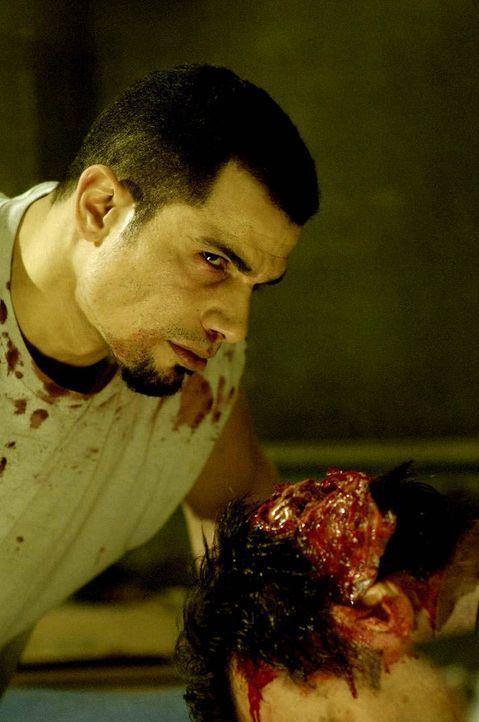 Verzweifelt versucht Xavier (Franky G.), den Fängen von Jigsaw zu entkommen. Gnadenlos setzt er dabei das Leben seiner Mitgefangenen aufs Spiel ... - Bildquelle: Kinowelt Filmverleih