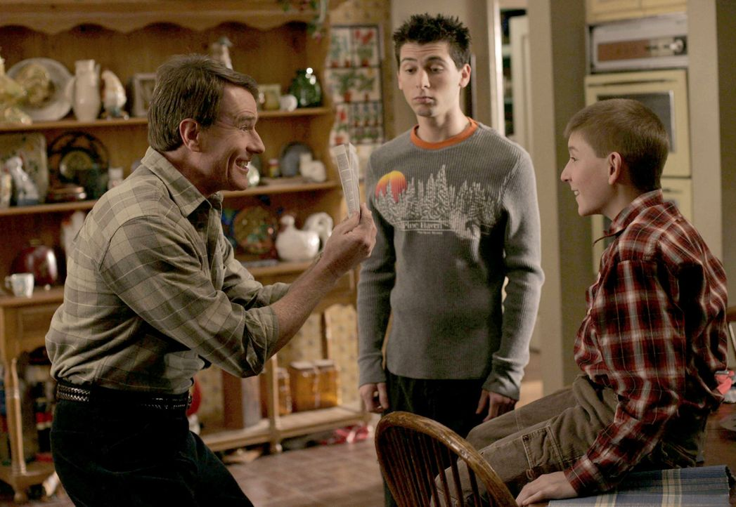 Nachdem Hal's (Bryan Cranston, l.) Vater gestorben ist, den er nicht wirklich gut kannte, möchte er seinen Kindern (Justin Berfield, M. und Erik Pe... - Bildquelle: TM +   2000 Twentieth Century Fox Film Corporation. All Rights Reserved.