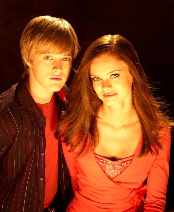 Lieben sich: Ethan (Lucas Grabeel, l.) und Marnie (Sara Paxton, r.) ... - Bildquelle: Disney - ABC - ESPN Television