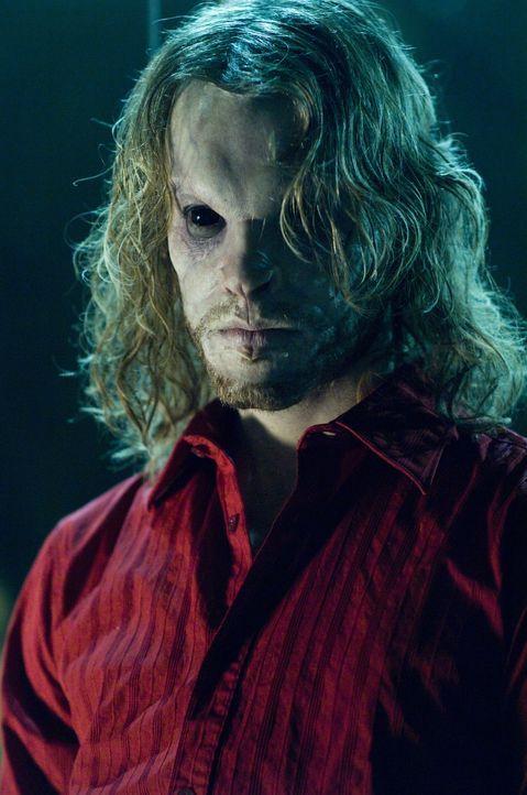 Zeigt erst spät sein wahres Gesicht: Shane (Angus Sutherland) ... - Bildquelle: Warner Brothers