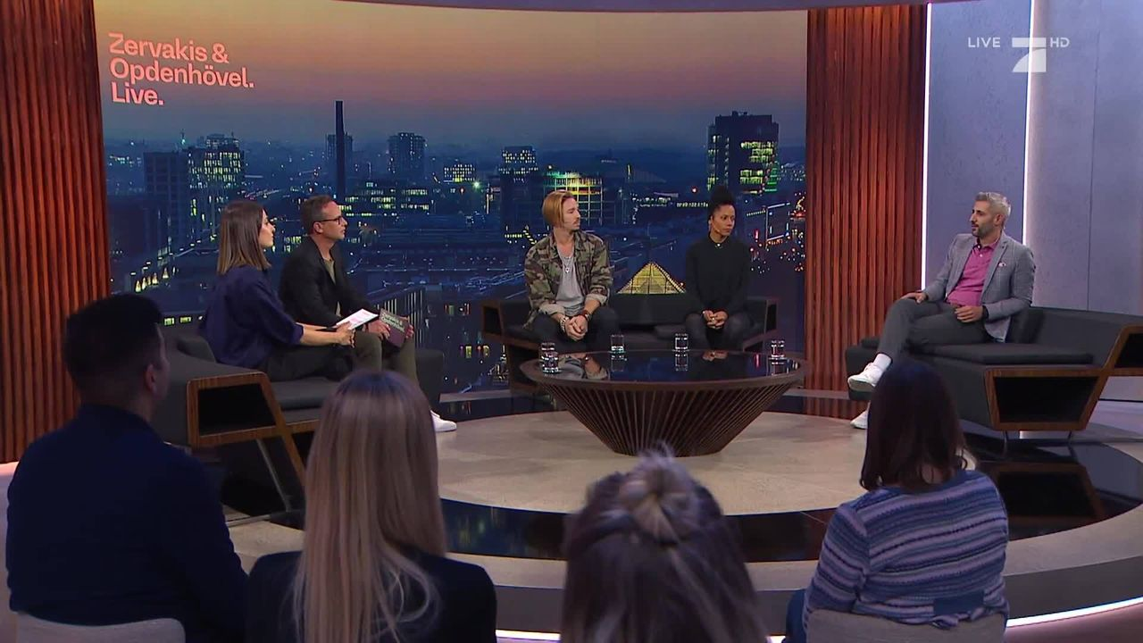 (v.l.n.r.) Linda Zervakis; Matthias Opdenhövel; Gil Ofarim; Emilia Roig; Michel Abdollahi - Bildquelle: ProSieben
