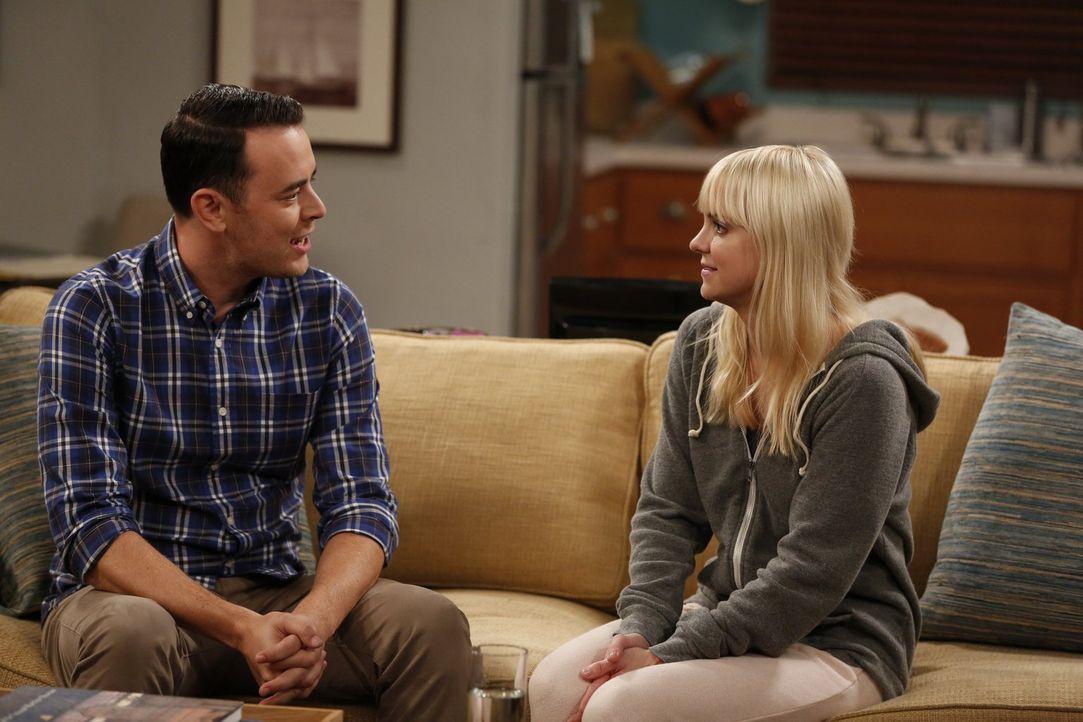 Als Christy (Anna Faris, r.) auf ihren attraktiven Nachbarn Andy (Colin Hanks, l.) trifft, nimmt ihr einsamer Abend eine unerwartete Wendung ... - Bildquelle: Warner Bros. Television