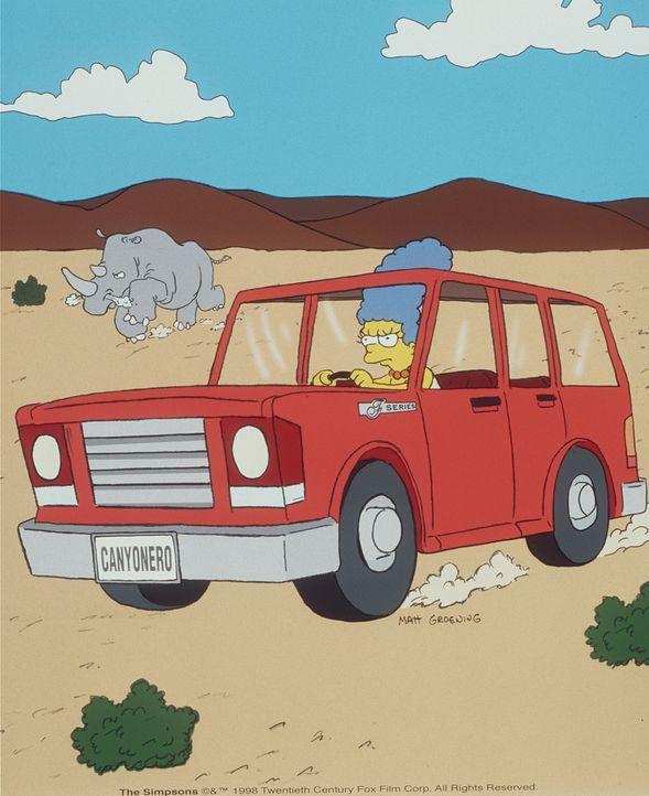 Marge gelingt es, mit dem Wagen ein riesiges Rhinozeross abzulenken, um Homer zu retten. - Bildquelle: und TM Twenthieth Century Fox Film Corporation - Alle Rechte vorbehalten