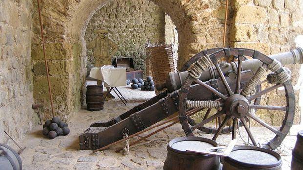 Dalt Vila, die befestigte Altstadt Ibizas, gehört seit Jahren zum UNESCO-Welt...