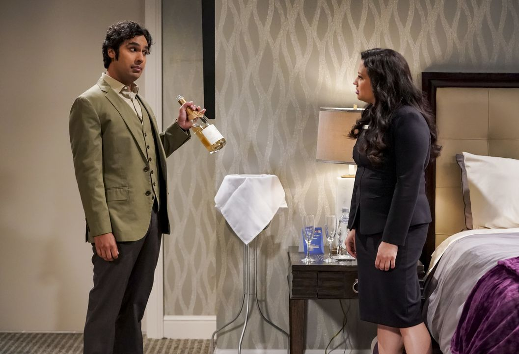 Raj (Kunal Nayyar, l.); Anu (Rati Gupta, r.) - Bildquelle: Sonja Flemming 2018 CBS Broadcasting, Inc. All Rights Reserved/Sonja Flemming