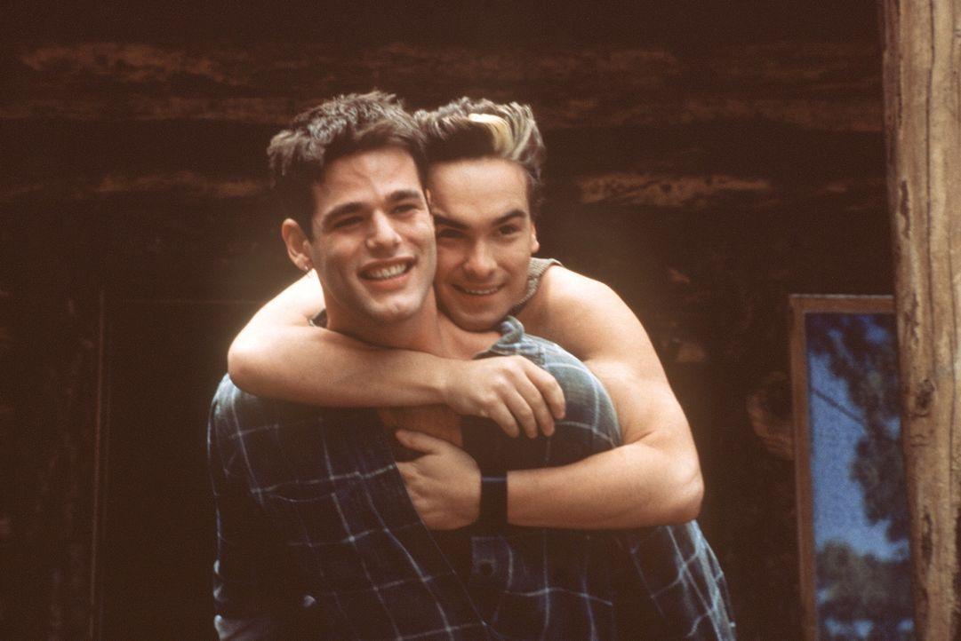 Als ihre Welt noch in Ordnung war: Jason (Johnny Galecki, r.) und Matt (Ivan Sergei, l.) ... - Bildquelle: Columbia TriStar Films