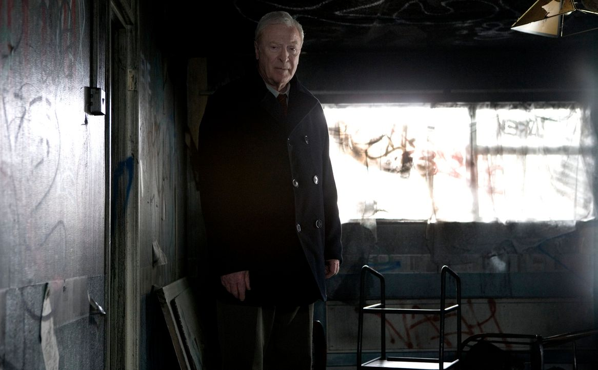 Als sein einziger Freund von einer Gang zu Tode geprügelt wird, beschließt Harry Brown (Michael Caine), ein Ex-Marine, das Gesetz in die eigene Hand... - Bildquelle: Ascot Elite Home Entertainment GmbH
