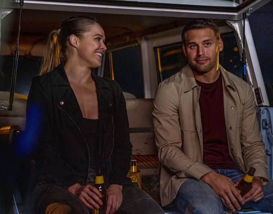 Lena Bosko (Ronda Rousey, l.); Eddie Diaz (Ryan Guzman, r.) - Bildquelle: Jack Zeman 2019-2020 Twentieth Century Fox Film Corporation.  All rights reserved. / Jack Zeman