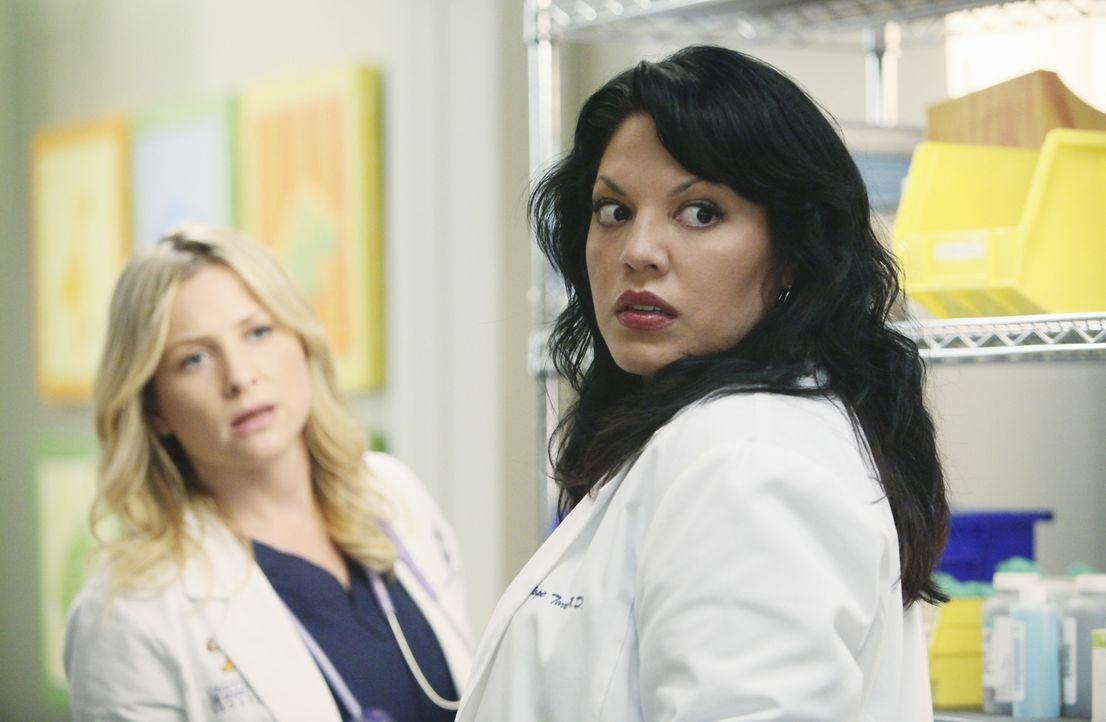 Es sollte ein normaler Arbeitstag werden, doch auf Callie (Sara Ramirez, r.), Arizona (Jessica Capshaw, l.) und das restliche Personal kommt eine Ka... - Bildquelle: Touchstone Television