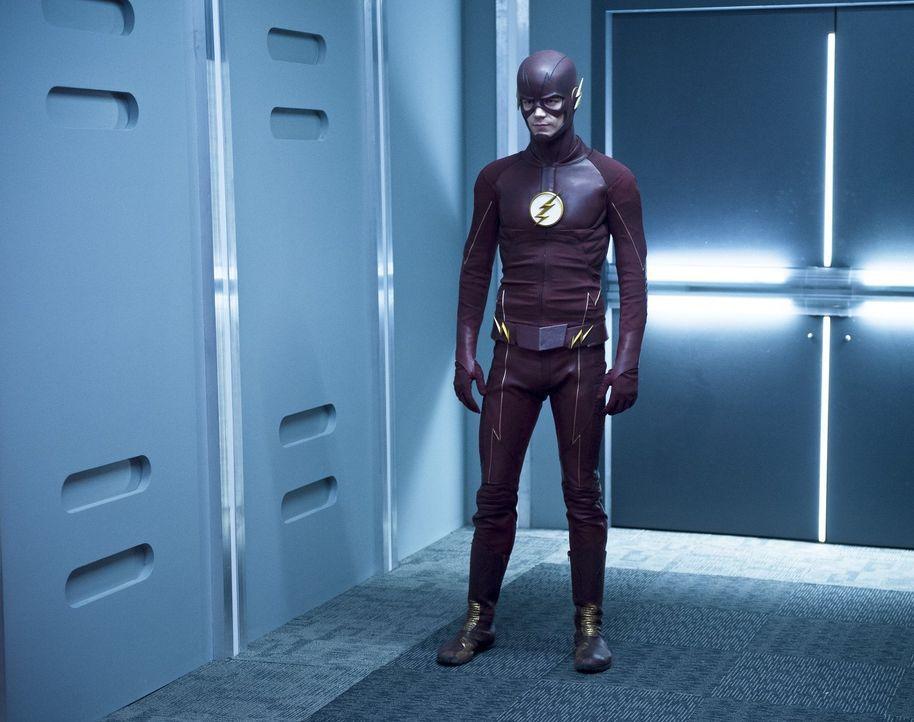 Um Leben zu retten, schreckt Barry alias The Flash (Grant Gustin) nicht einmal vor sonderbaren Allianzen zurück ... - Bildquelle: 2015 Warner Brothers.