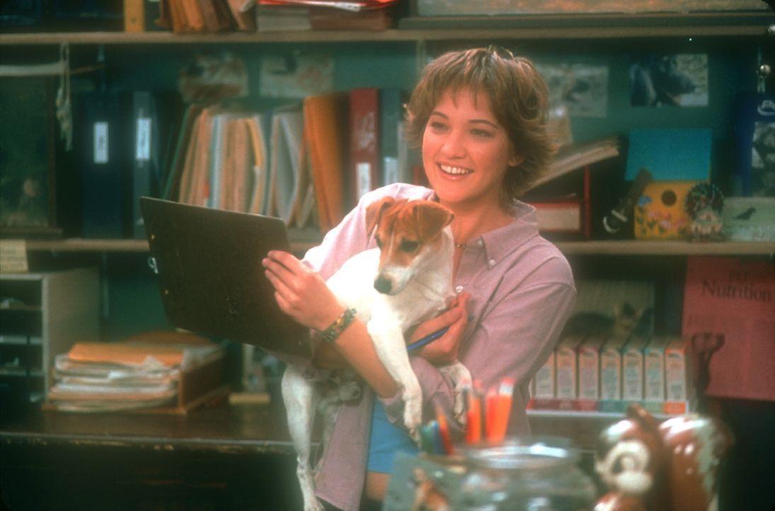Die attraktive Rianna (Colleen Haskell) ahnt nicht, dass ihr neuer Verehrer ein ziemlich komplexes Wesen ist ... - Bildquelle: 2003 Senator Film