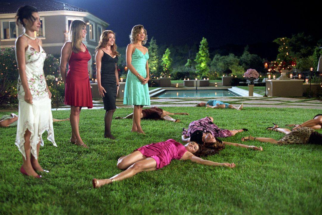 """In der TV-Show """"Der extreme Bachelor"""" ist alles ein wenig anders. Bachelor Grant macht kurzen Prozess mit seinen Kandidatinnen - nur Julia wird vers... - Bildquelle: Epsilon Motion Pictures"""