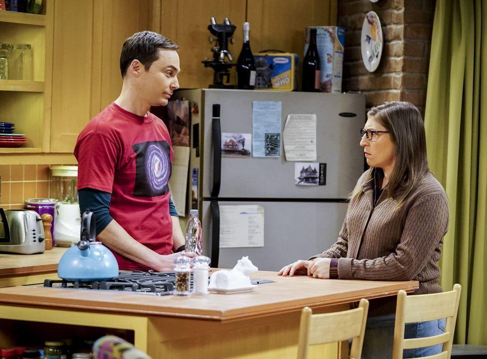 Geht Sheldons (Jim Parsons, l.) und Amys (Mayim Bialik, r.) Versuch, die allerbesten Kandidaten für die Rolle als Trauzeugen zu finden, nach hinten... - Bildquelle: Warner Bros. Television