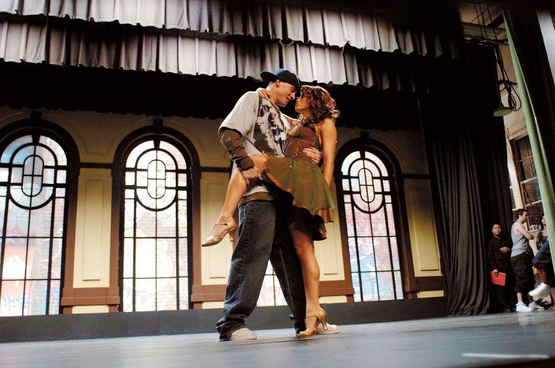Über das Tanzen kommen sich Tyler (Channing Tatum, l.) und Nora (Jenna Dewan, r.) langsam näher. Und Tyler weiß nun endlich, was er wirklich will... - Bildquelle: Constantin Film