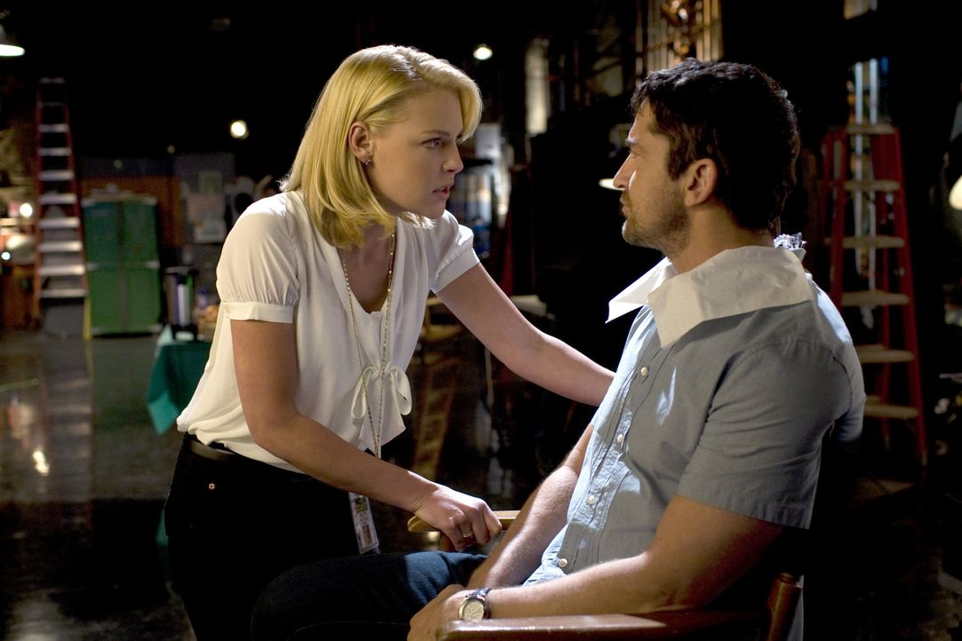 Abby (Katherine Heigl, l.), die erfolgreiche Produzentin einer morgendlichen Unterhaltungssendung, stellt hohe Erwartungen an die Männerwelt. Mike... - Bildquelle: 2009 Columbia Pictures Industries, Inc. and Beverly Blvd LLC. All Rights Reserved.