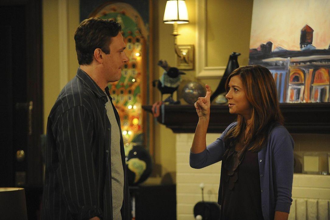 Nachdem sich Marshall (Jason Segel, l.) von Barney überzeugen hat lassen, dass er sich seine Männlichkeit bewahren muss, kommt es zwischen ihm und... - Bildquelle: 20th Century Fox International Television