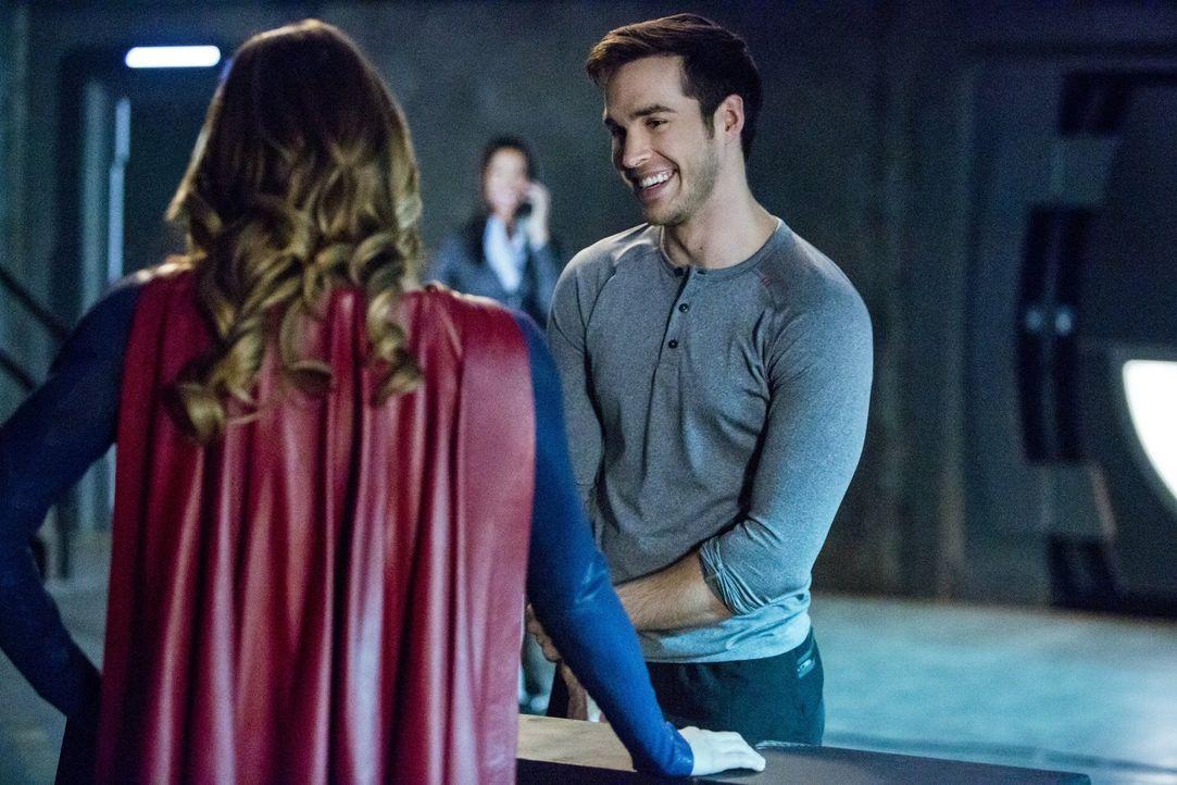 Können Supergirl (Melissa Benoist, l.) und Mon-El (Chris Wood, r.) gemeinsam Helden sein oder stellt er Karas Leben zu sehr über das der gesamten Be... - Bildquelle: 2016 Warner Bros. Entertainment, Inc.