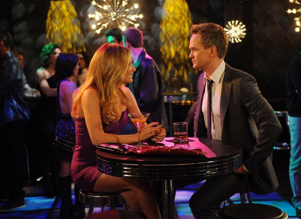 Haben sie eine Chance? Barney (Neil Patrick Harris, r.) und Quinn (Becki Newton, l.) - Bildquelle: 20th Century Fox International Television