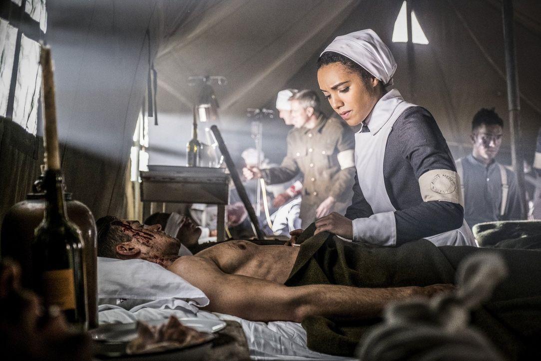 Amaya (Maisie Richardson-Sellers) und das Team reisen in eine Zeit, in der sie hoffen, das Blut Christi zu finden, um mit dessen Hilfe endlich den S... - Bildquelle: Warner Brothers