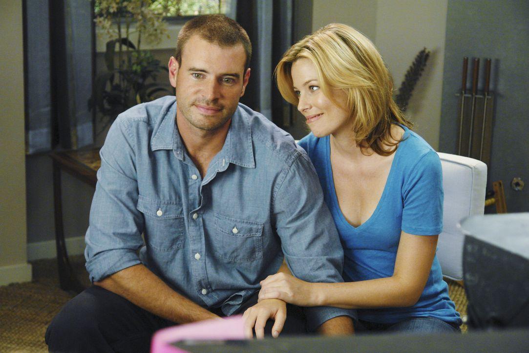 Zu seinem Entsetzen muss J.D. feststellen, dass Sean (Scott Foley, l.) der neue Freund von Kim (Elizabeth Banks, r.) ist ... - Bildquelle: Touchstone Television