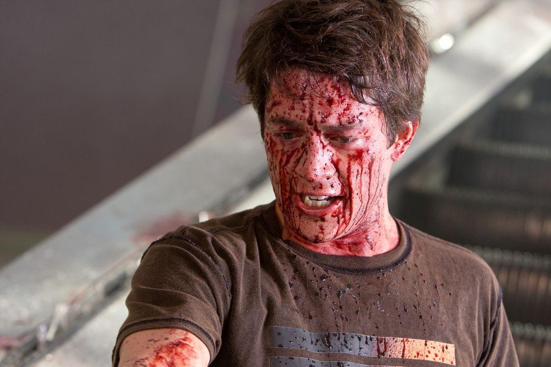 Seitdem Nick O'Bannon (Bobby Campo) und seine Freunde einem schrecklichen Unfall entkommen sind, müssen sie stündlich mit ihrem Ableben rechnen. D... - Bildquelle: MMVII New Line Productions, Inc.