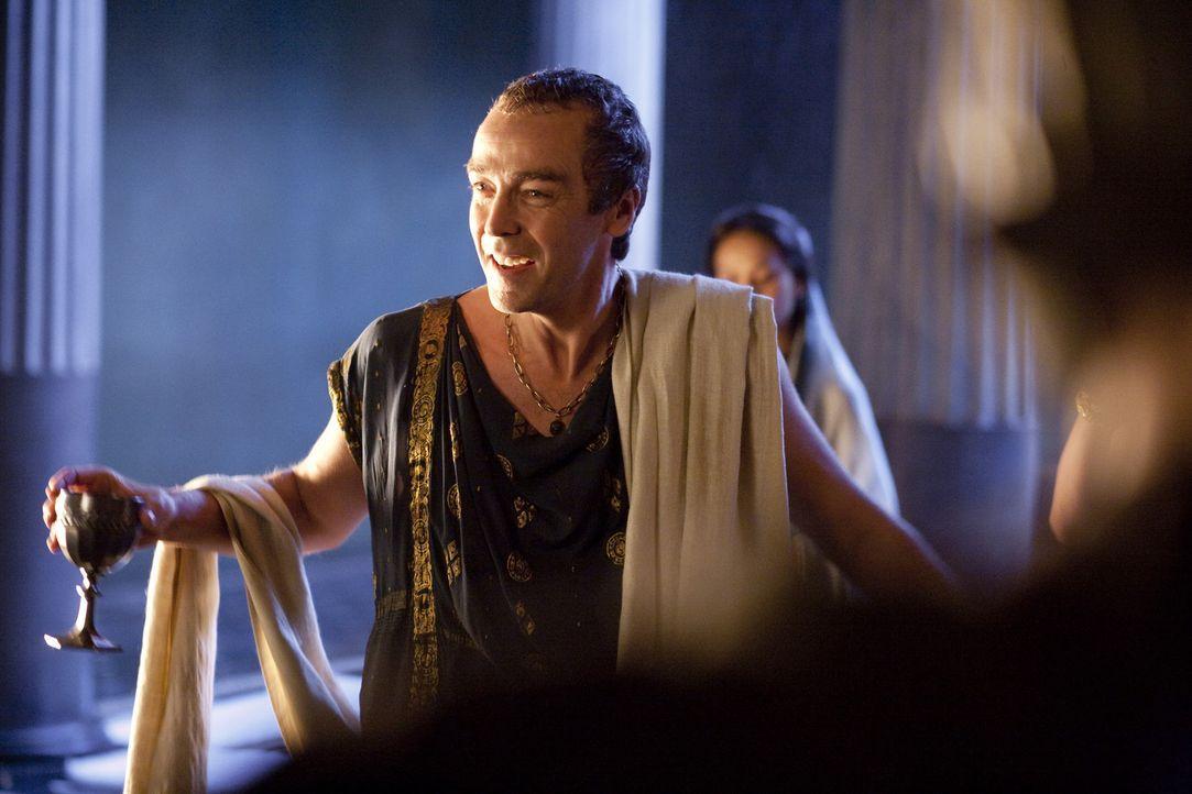 Ist begeistert vom Sieg und Ruhm des Spartakus: Batiatus (John Hannah) ... - Bildquelle: 2010 Starz Entertainment, LLC