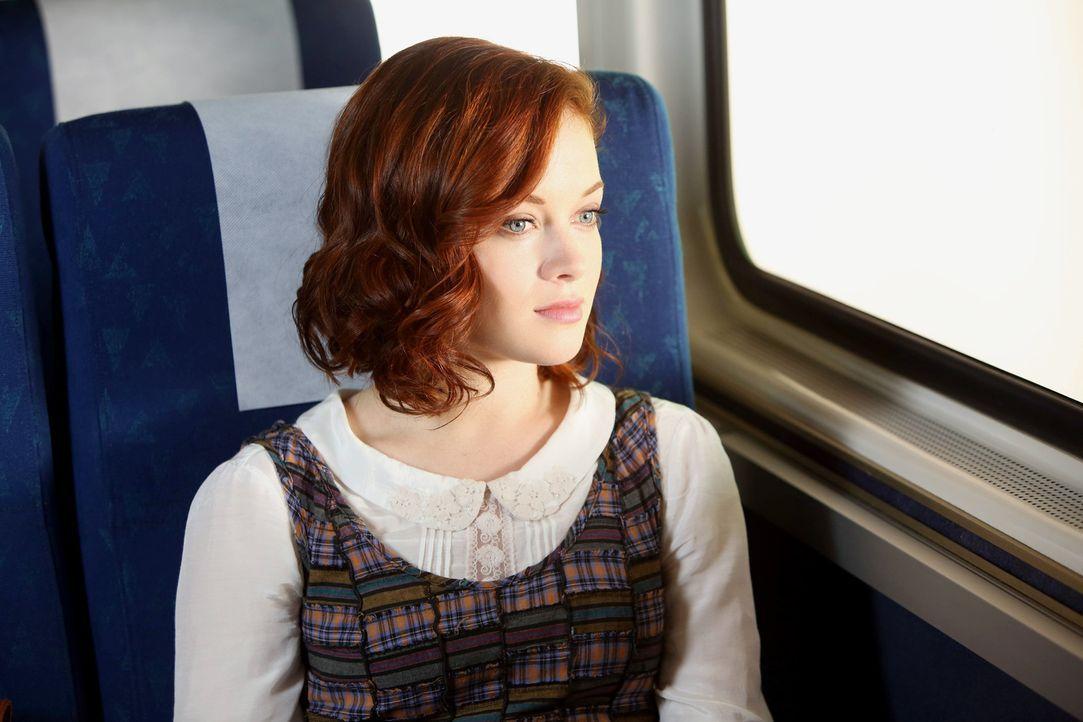 Während Tessa (Jane Levy) nach den Sommerferien wieder nach Chatswin kommt, entbrennt zwischen Noah und Dallas ein wahnwitziger Wettstreit um die Ha... - Bildquelle: Warner Bros. Television