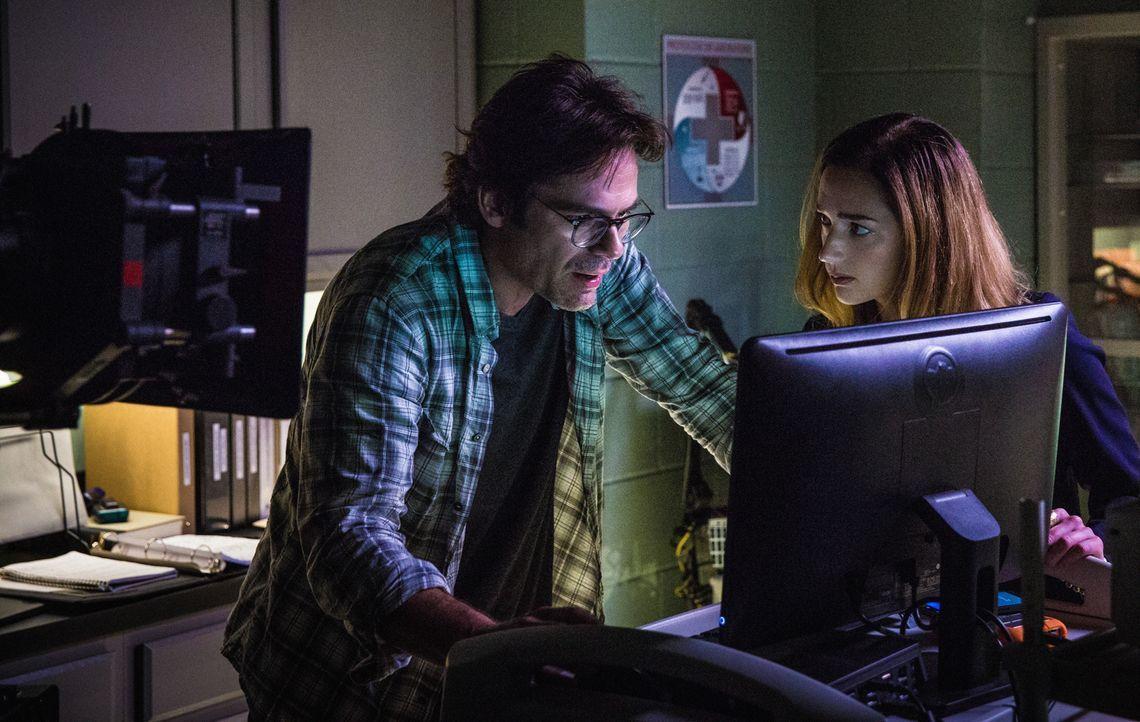 Nach wie vor ist Jamie (Kristen Connolly, r.) um ihre Sicherheit besorgt, doch Mitch (Billy Burke, l.) hat mit den Testergebnissen des untersuchen B... - Bildquelle: Steve Dietl 2015 CBS Broadcasting Inc. All Rights Reserved.