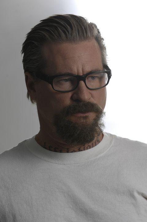 Der Serienmörder John Smith (Val Kilmer) setzt alles daran, dass das FBI von den brutalen Machenschaften des Gefängniswärters Lt. Jackson erfährt ..... - Bildquelle: 2008 Worldwide SPE Acquisitions Inc. All Rights Reserved.