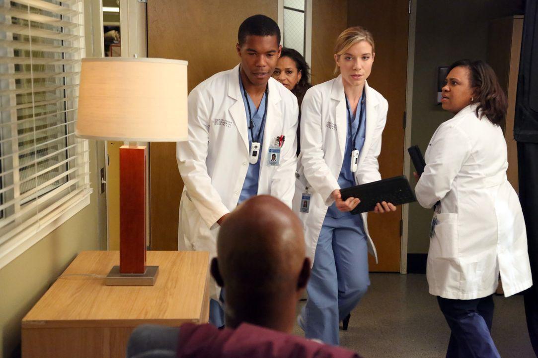 Die Ärzte Shane (Gaius Charles, l.), Bailey (Chandra Wilson, r.), Leah (Tessa Ferrer, 2.v.r.) und Catherine (Debbie Allen, 2.v.l.) sorgen sich um i... - Bildquelle: ABC Studios