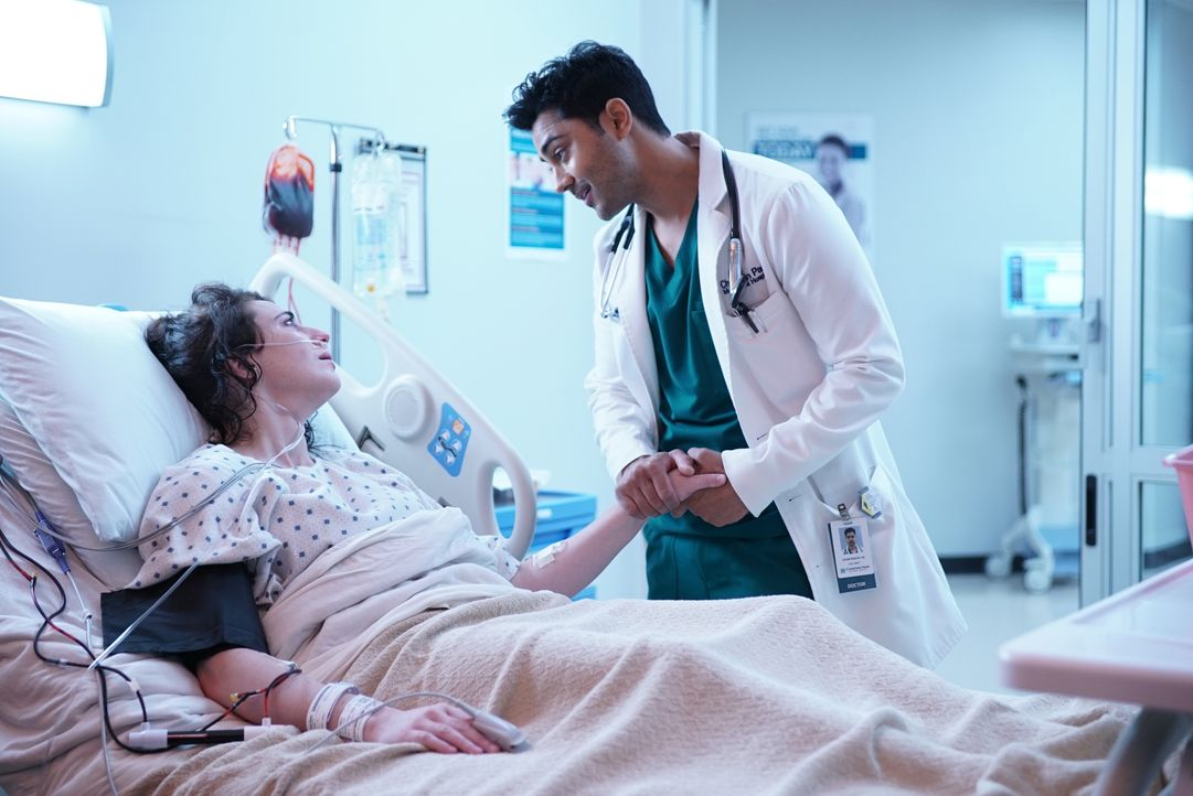 Melanie Thoms (Adrienne Whitney, l.); Dr. Devon Pravesh (Manish Dayal, r.) - Bildquelle: Guy D'Alema 2018-2019 Twentieth Century Fox Film Corporation. All rights reserved. / Guy D'Alema