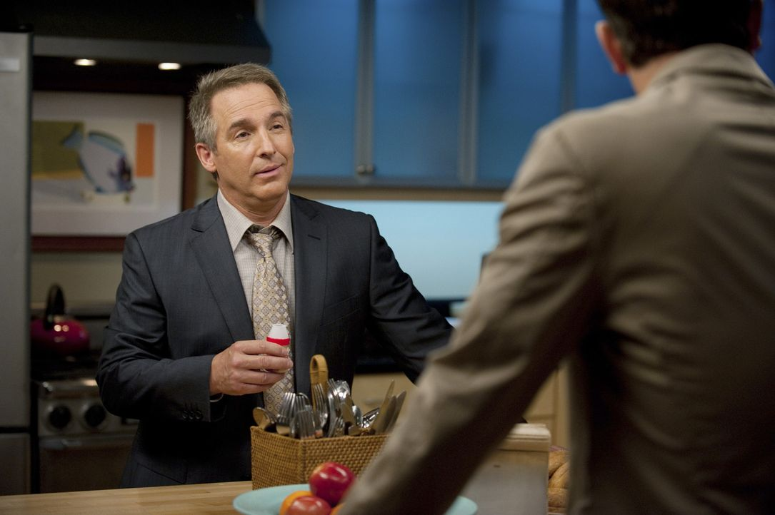 Während Addison ihre aufblühende Romanze genießt, müssen Cooper (Paul Adelstein, r.) und Sheldon (Brian Benben, l.) mit einer schockierenden Nac... - Bildquelle: ABC Studios