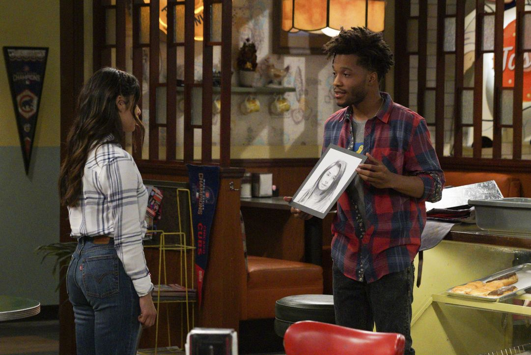 Sofia (Diane Guerrero, l.); Franco (Jermaine Fowler, r.) - Bildquelle: Richard Cartwright 2018 CBS Broadcasting, Inc. All Rights Reserved. / Richard Cartwright