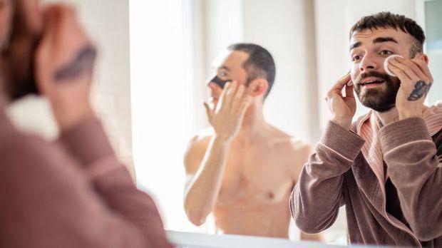 Ein Make-up Entferner, welcher gleichzeitig als pflegende Gesichtsreinigung d...