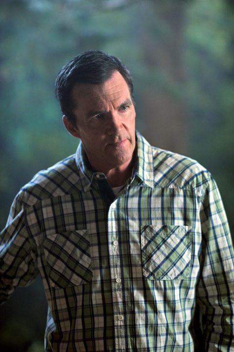 Weil Freunde und Nachbarn den Sommer über spektakuläre Urlaubsreisen unternommen haben, schleppt Mike (Neil Flynn) seine Familie mit auf eine Campin... - Bildquelle: Warner Brothers