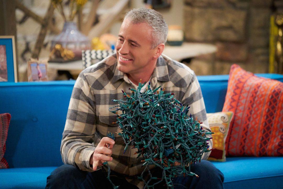 Weihnachten steht auf der Kippe. Doch kann Adam (Matt LeBlanc) das Fest der Liebe noch retten? - Bildquelle: Monty Brinton 2016 CBS Broadcasting, Inc. All Rights Reserved
