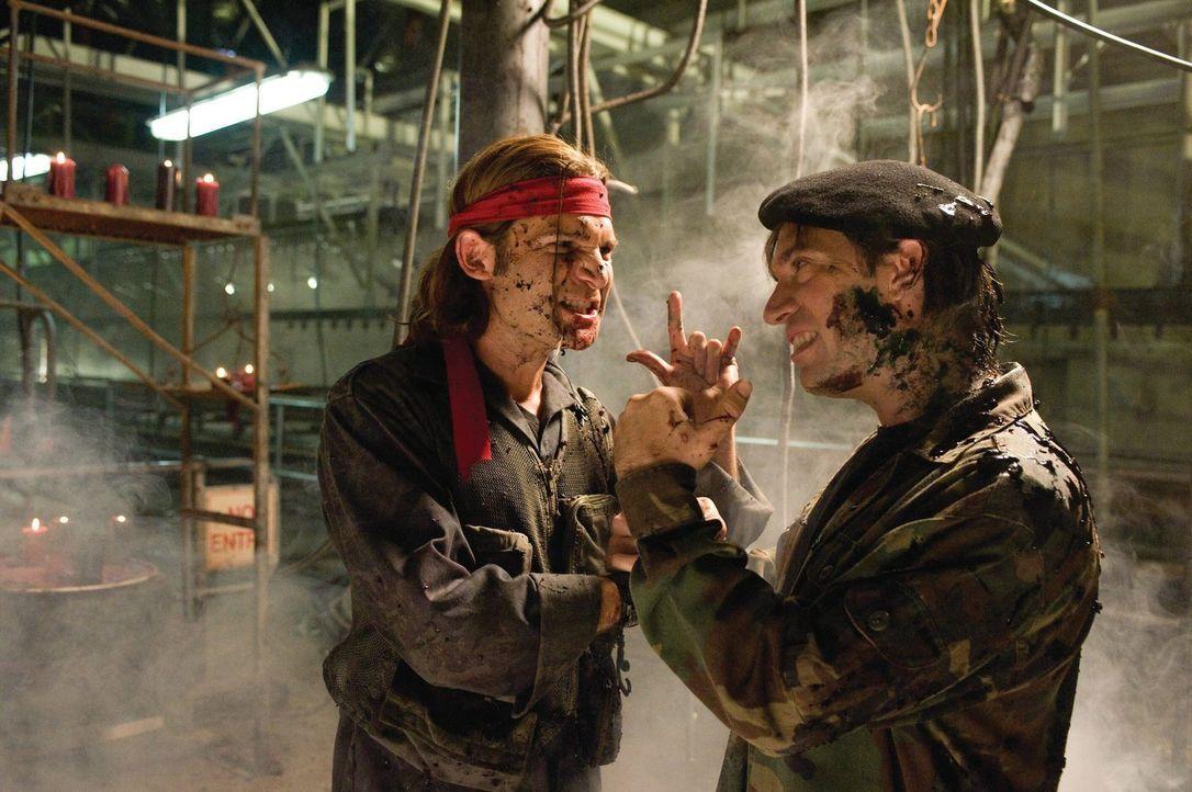 Die berüchtigten Vampirjäger Edgar (Corey Feldman, l.) und Alan Frog (Jamison Newlander, r.) sind wieder unterwegs, um den Untoten den Garaus zu mac... - Bildquelle: 2010 Warner Bros.