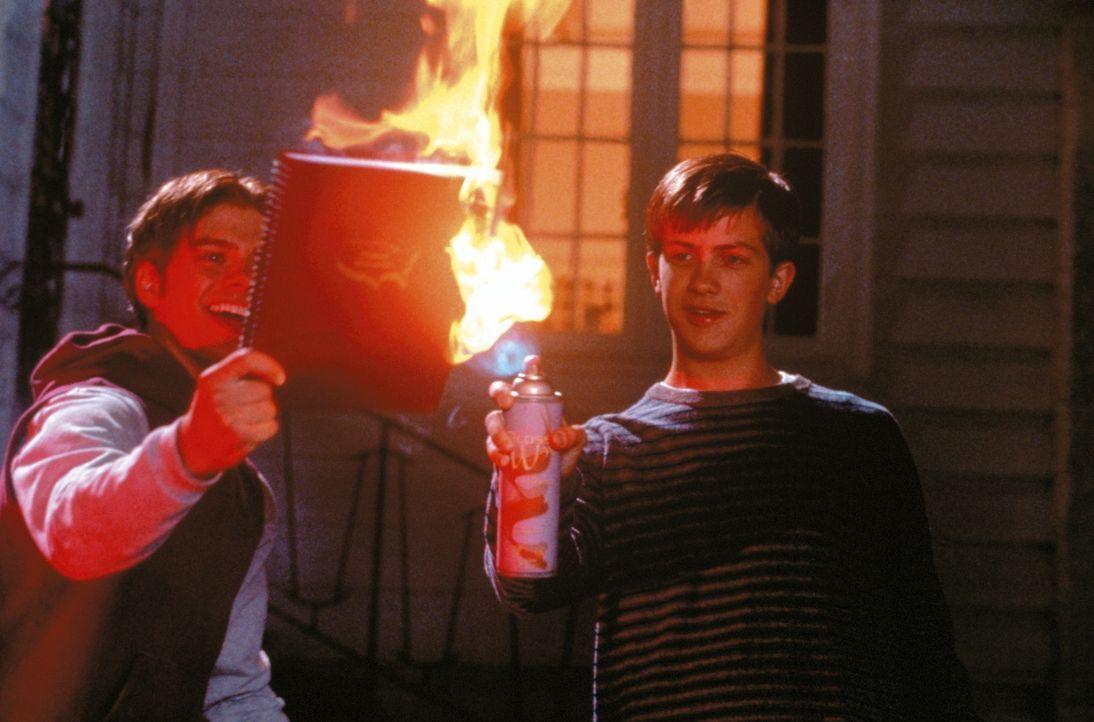 Schule ist für Handsome Davis (Trevor Fehrman, r.) und Victor (Matthew Lawrence, l.) der Alptraum schlechthin. Sie sind Meister im Mogeln und erhal... - Bildquelle: New Line Cinema